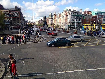Looking up O'Connell St from Westmoreland St